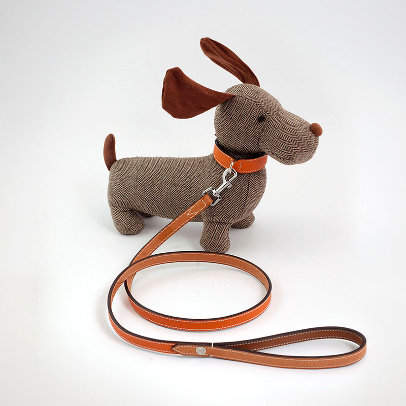 """Elegance in Town"" model dog collar + leash set"
